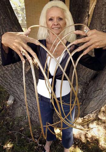 Самые длинные ногти в мире пали жертвой ДТП
